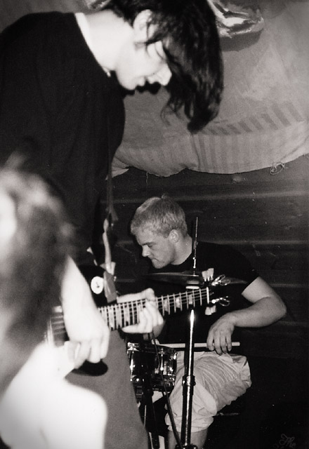 photos/concerts/2000/01_14_Jugendcafe_Zwiesel/000114_stag_end+mhdt_Stagnations_End_03.jpg